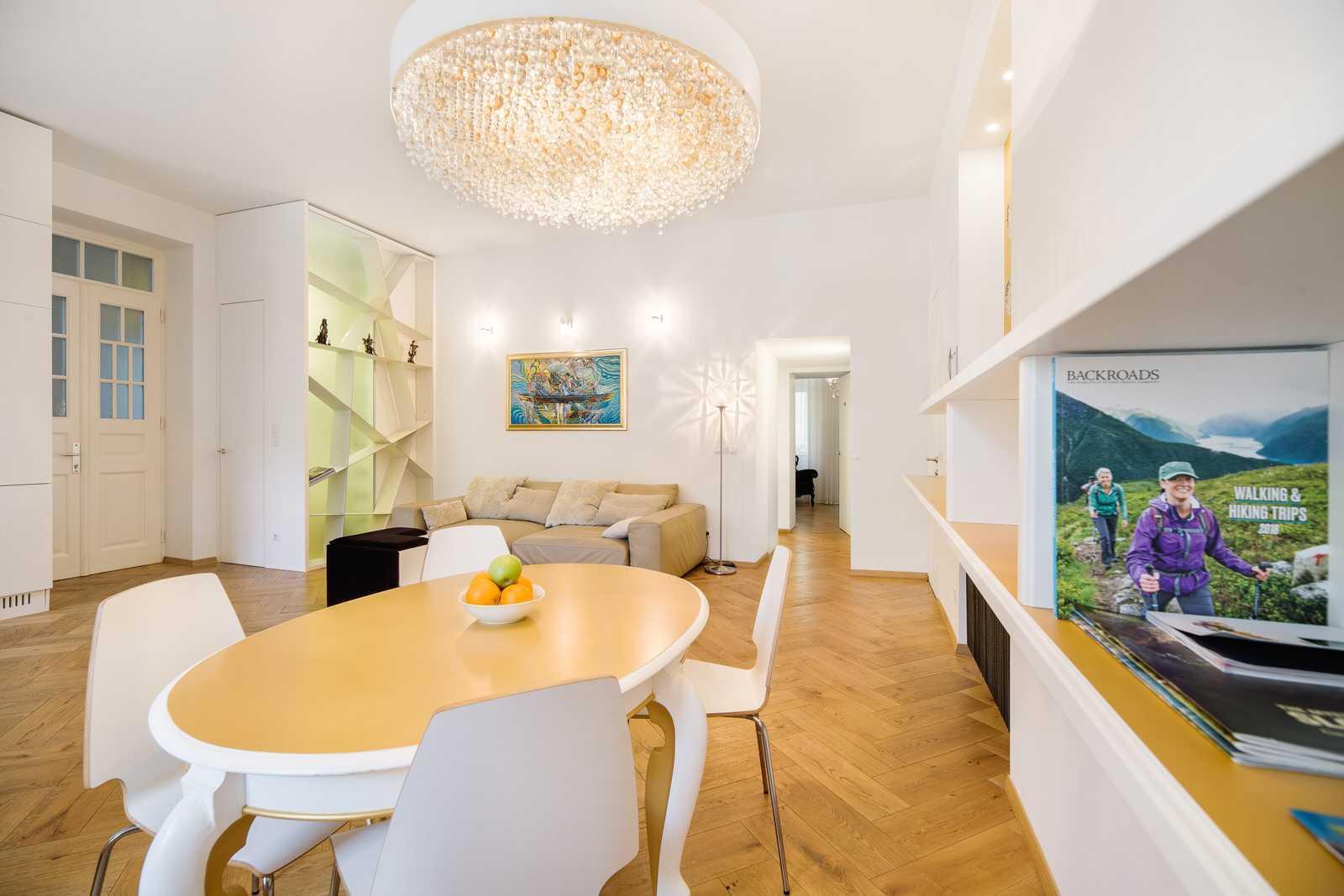 Ljubljana 2-bedroom Beethovnova apartment's dining table