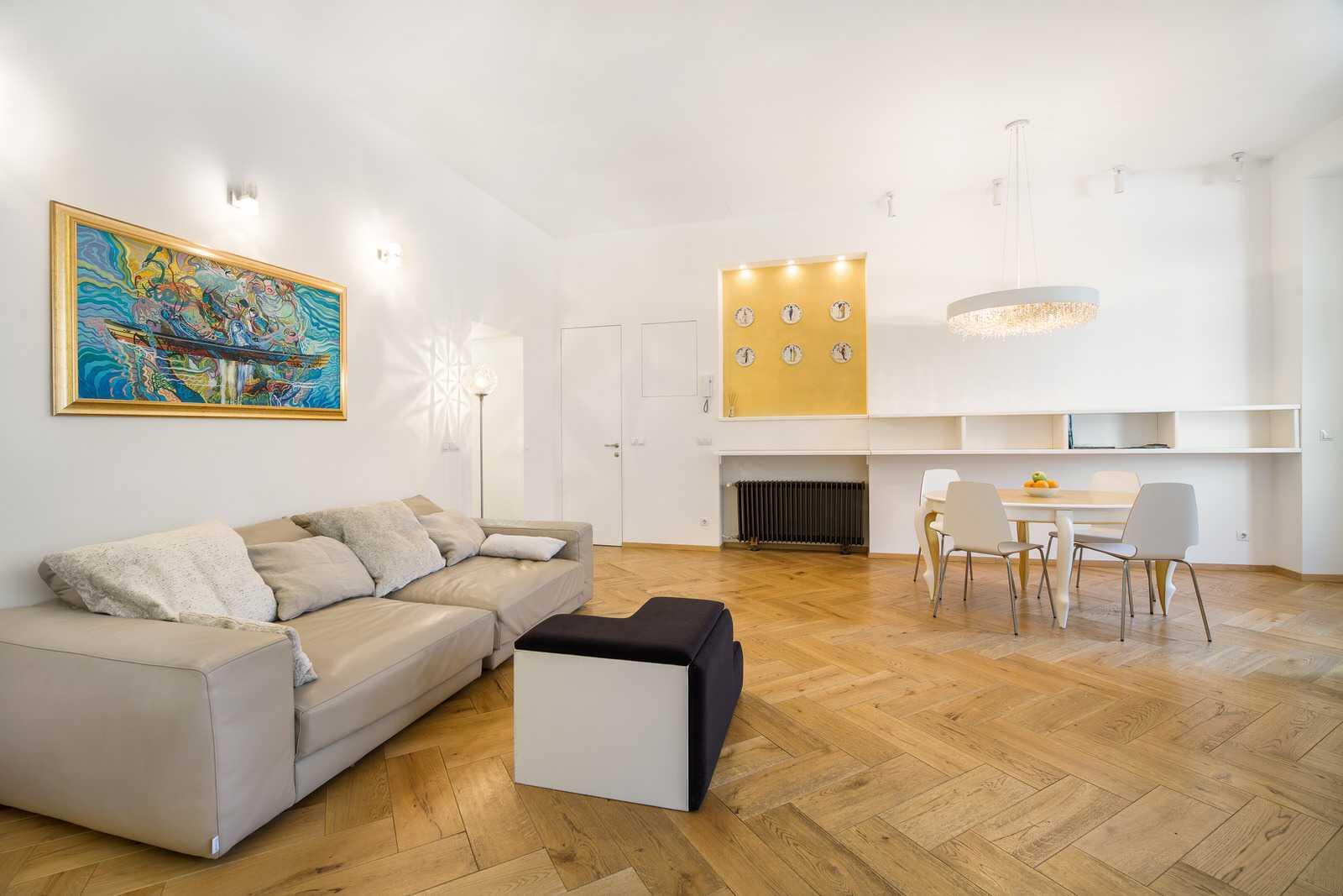 Ljubljana 2-bedroom Beethovnova apartment's soft living room sofa