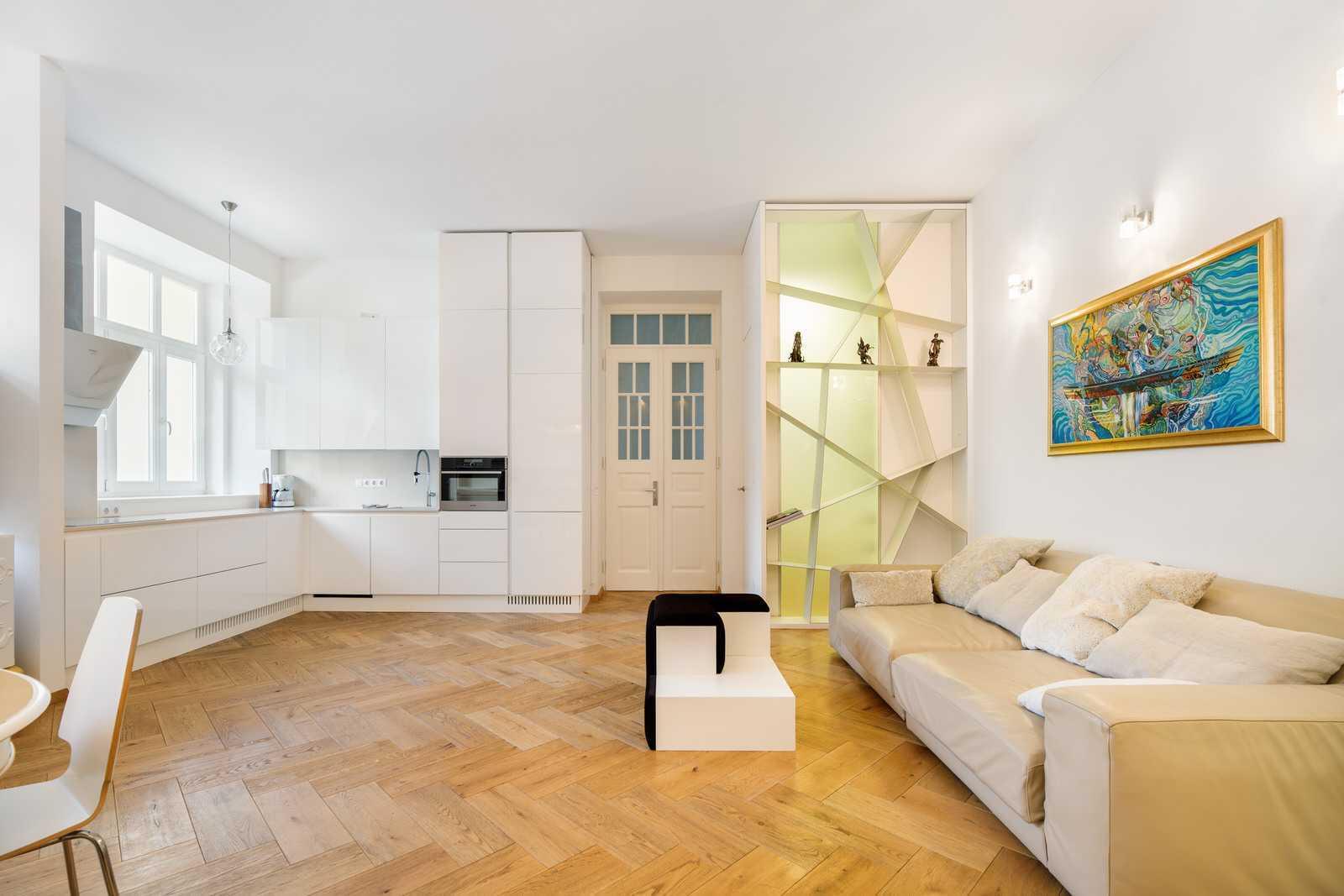 Ljubljana 2-bedroom Beethovnova apartment's big open space living room with kitchen