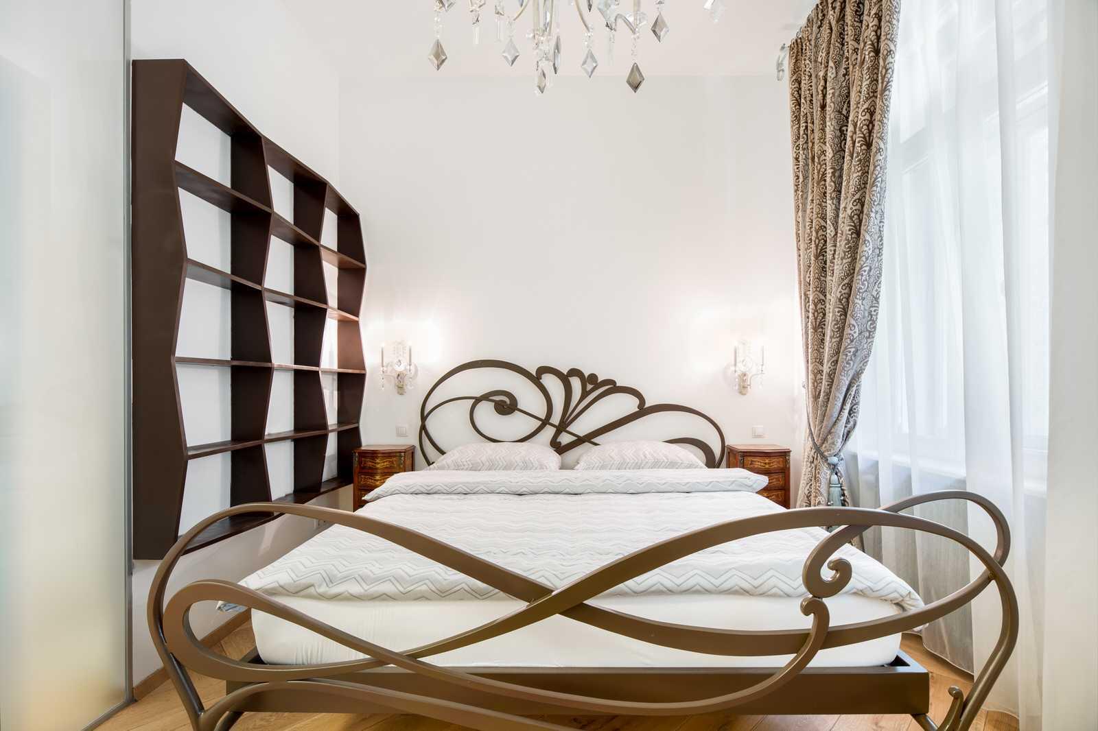 Ljubljana 2-bedroom Beethovnova apartment's master bedroom with a king size bed