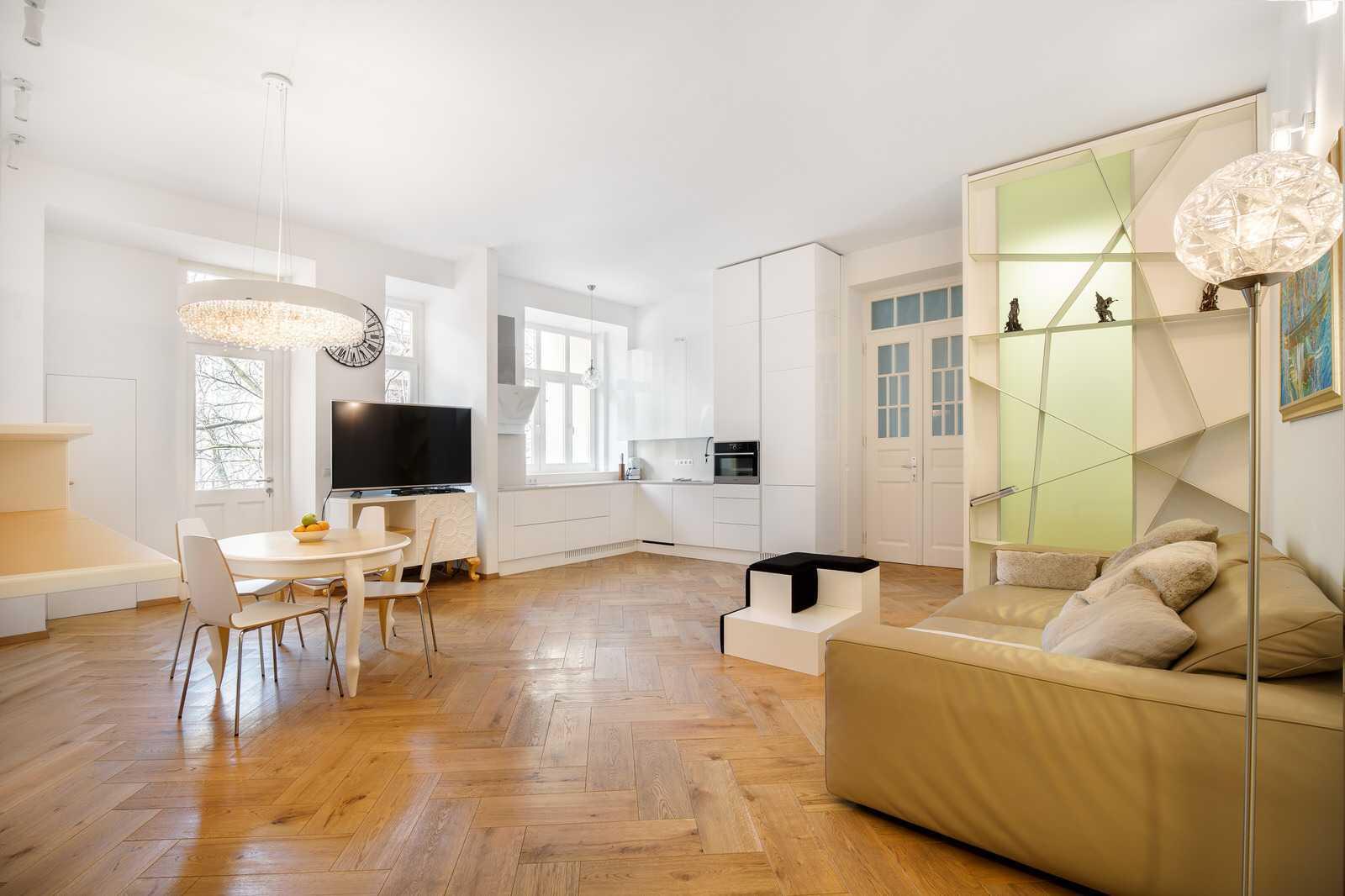 Ljubljana 2-bedroom Beethovnova apartment's big open space living room with kitchen diner