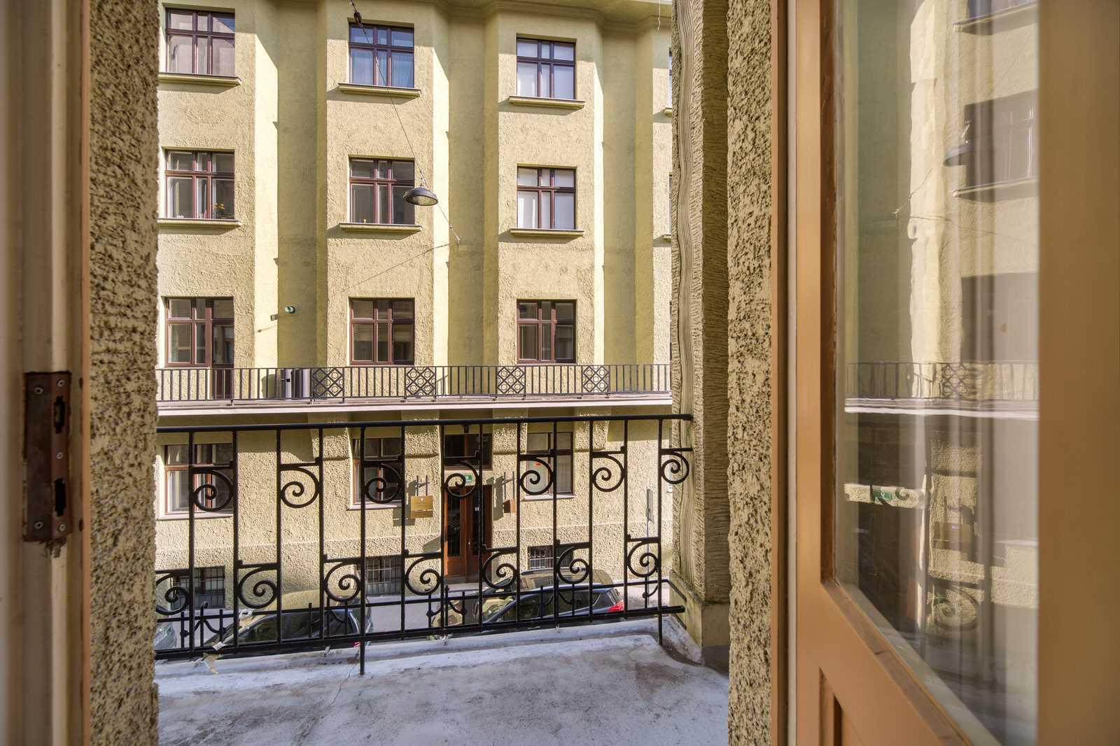 Ljubljana 2-bedroom Beethovnova apartment's second balcony in the twin bedroom