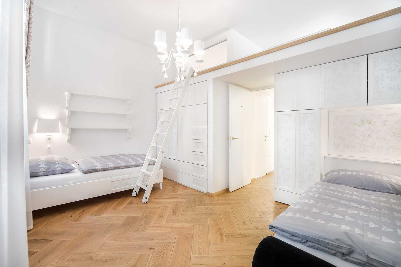 Ljubljana 2-bedroom Beethovnova apartment's twin bedroom with a gallery