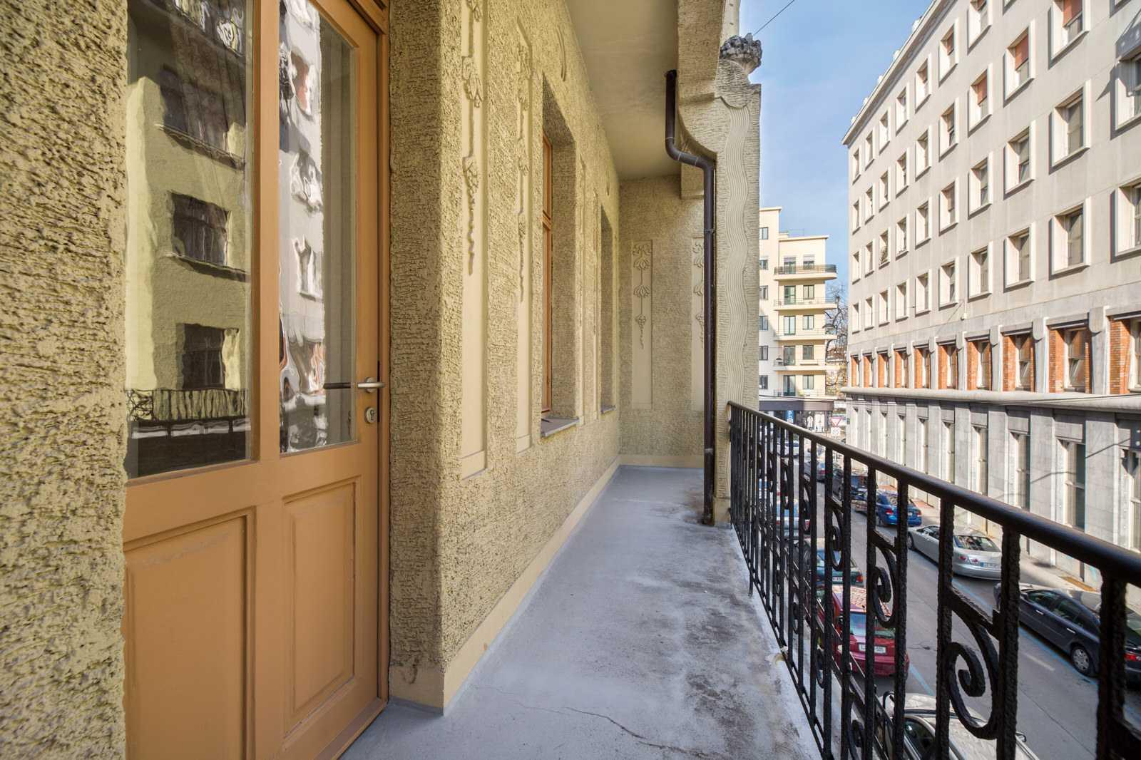 Ljubljana 2-bedroom Beethovnova apartment's second balcony with a street view