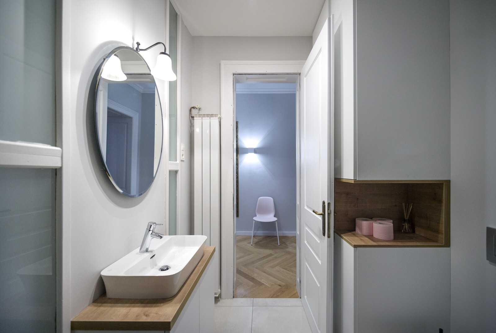 Bathroom with oval mirror in Ljubljana rental apartment