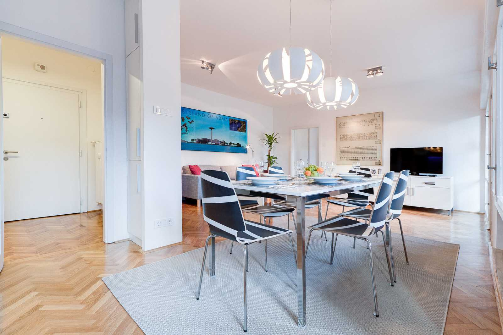 Modern diner with with fuly equipped kitchen is perfect for closer families or friends.