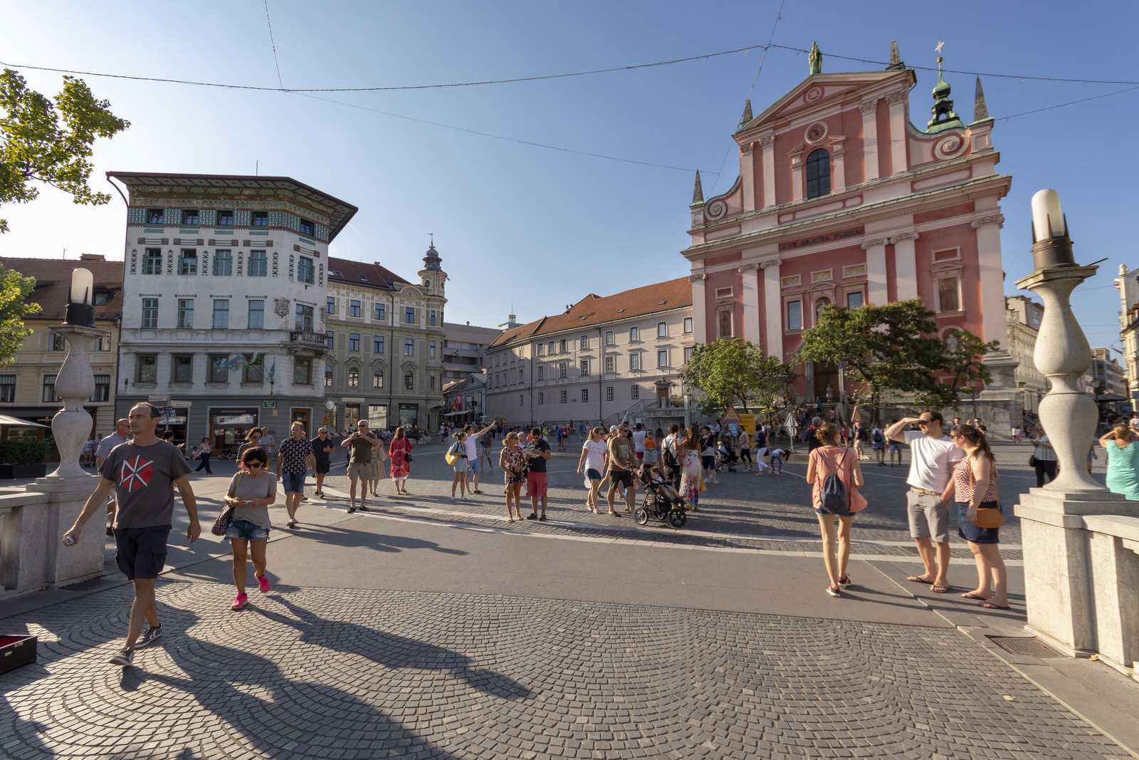 The Triple Bridge and Prešeren Square is just 5 minutes from the apartment.
