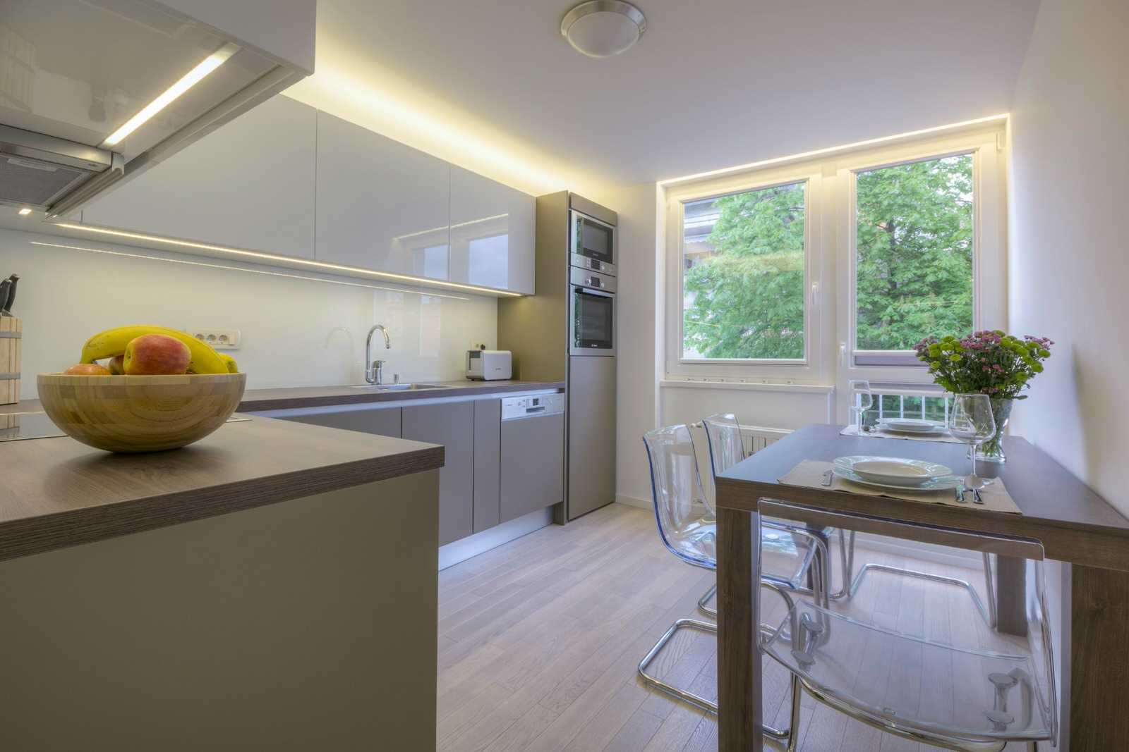 Have breakfast in this bright kitchen.