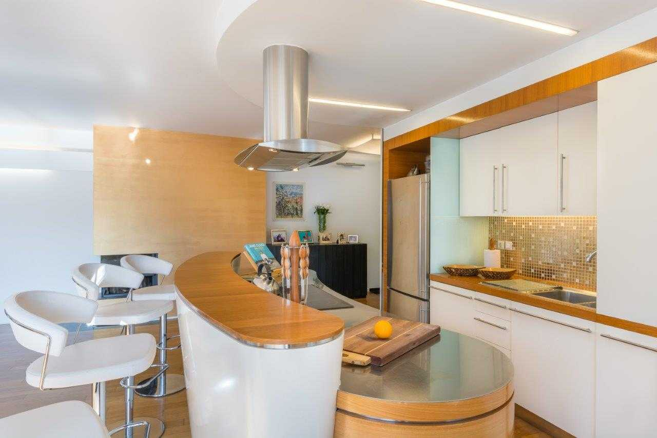 The kitchen is perfect for cooking meals.