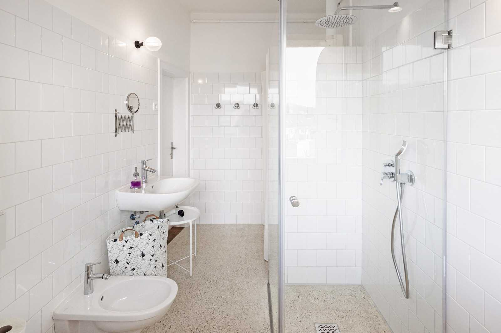 Renovated and bright bathroom with a walk in shower and bidet