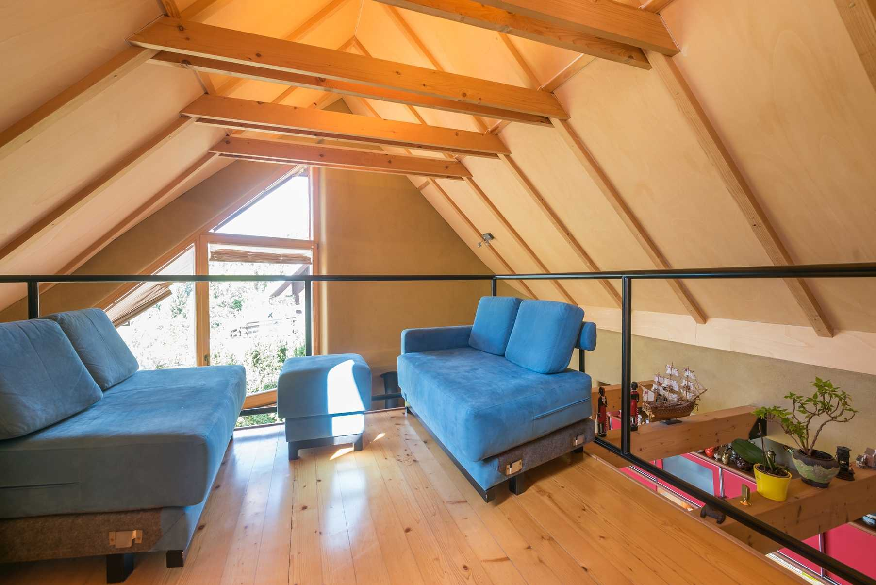 The loft area has two blue sofas.